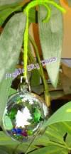 Boule en plexiglas avec des confettis à l'intérieur